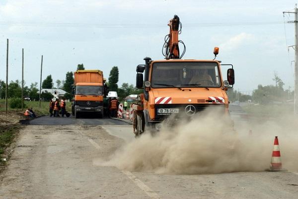 Anchetatorii au apreciat ca nu se impune sistarea reparatiilor pe Drumul European 85, din zona localitatii buzoiene Mihailesti si nici decopertarea soselei, intrucit toate rezultatele dezastrului au fost filmate