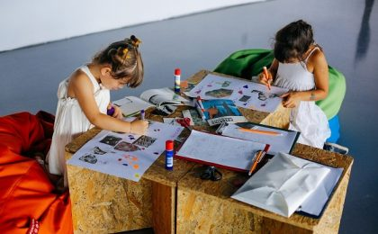 Atelier de colaj și intervenție grafică pe hartă pentru copii, la Kunsthalle Bega. Participarea este gratuită. Cum îi înscrieţi pe cei mici