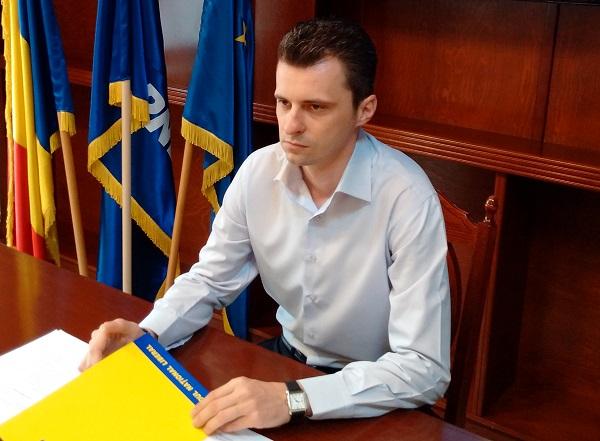 Urmărit penal pentru dare de mită, Nicolae Bitea, membru în BPJ al PNL Timiș, se autosuspendă din partid