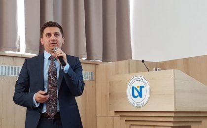 Un fost șef de promoție al Universității de Vest din Timișoara acuză instituția de practici comunistoide