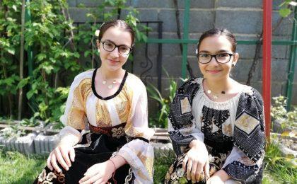 """Riana şi Andra, două surori pasionate de muzică: """"Nu există zi în care să nu fredonăm o melodie"""""""
