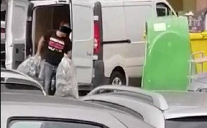 Video. Bărbat surprins abandonând deșeuri în Complexul Studențesc, sancționat de poliţiştii locali cu 10.000 de lei