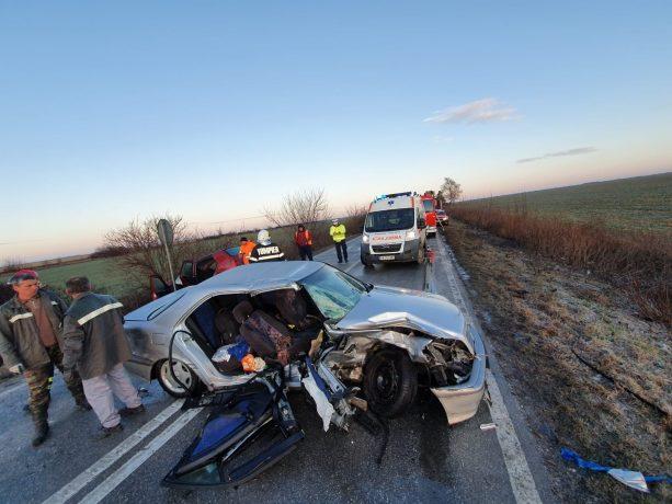 Teribil accident de circulație lângă Sânnicolau Mare. Doi oameni au murit