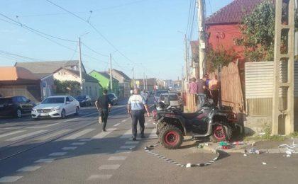 Accident în vestul țării. O femeie și un copilaș de 3 ani, loviți de un ATV. Conducătorul ATV-ului este căutat de polițiști