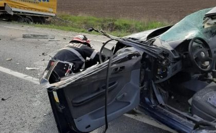 Accident teribil pe o șosea din vestul țării, soldat cu mai multe victime (foto)