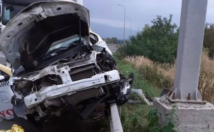 Șofer de taxi mort și 2 pasageri răniţi, în urma unui accident în vestul țării