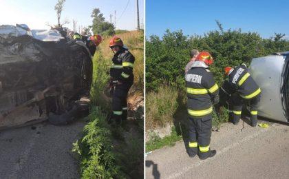 Mașină răsturnată pe șosea, doi adulți și un copil au ajuns la spital