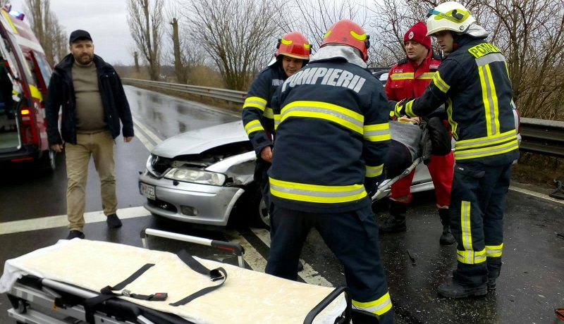 Accident grav lângă Timişoara: două victime, una încarcerată. Foto
