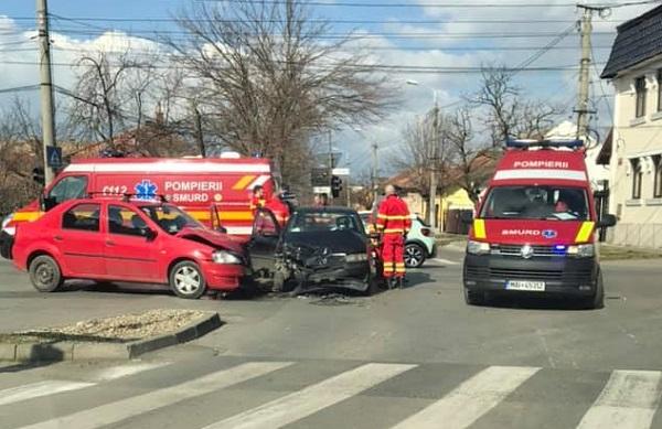 Accident violent într-o intersecţie din Timişoara. Trafic dat peste cap