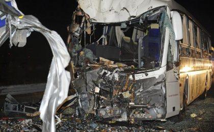 Opt morți în Ungaria, după ce un autocar a lovit pilonul unui viaduct