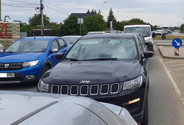 Nervi şi timp pierdut în trafic, la ieşirea din Timişoara spre Moşniţa. Se circulă bară la bară (foto)