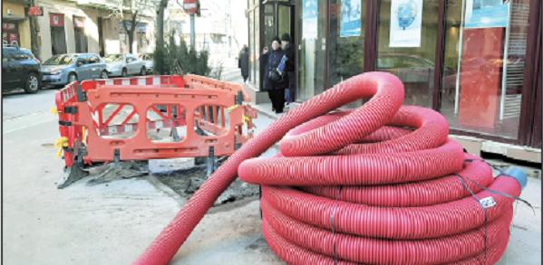 """La Timișoara, drumul spre """"trotuare superbe"""" trece prin gropi și pavaje ferfeniță"""