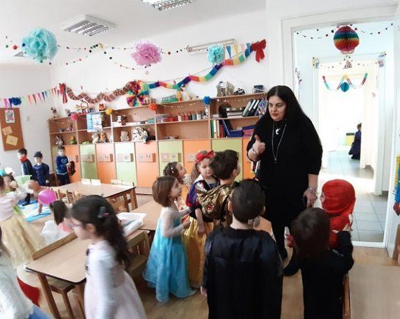 """Tradiţiile etnicilor germani, duse mai departe de copiii de la Grădiniţa """"Nikolaus Lenau"""""""