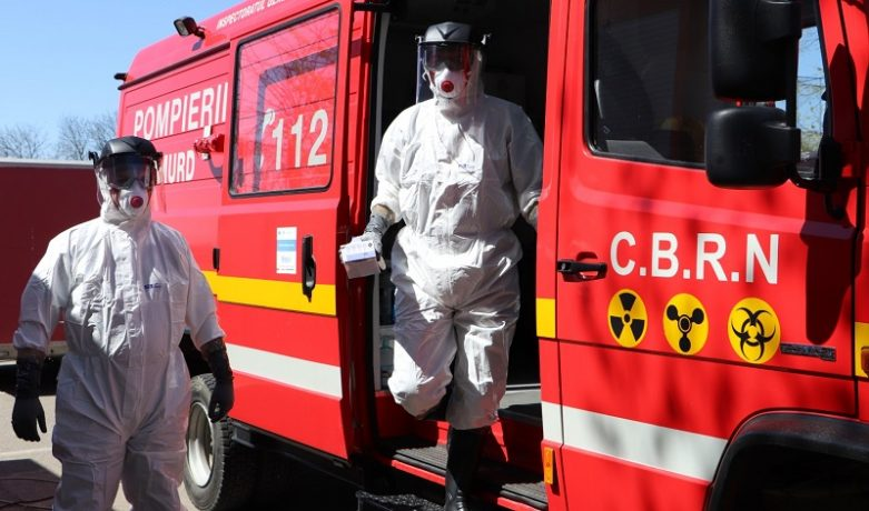 Panică într-un imobil din Timișoara: un miros ciudat i-a făcut pe locatari să sune la 112 și să fugă din apartamente