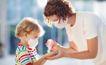 Certificatul verde COVID, obligatoriu pentru copiii de peste 6 ani pentru a merge la restaurant sau în alte locuri împreună cu părinții