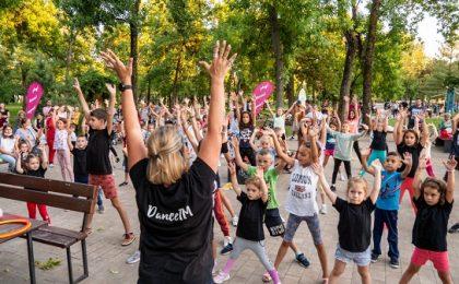 """""""Dance in the Park cu DanceTM""""- dans și distrație în parc, la Timișoara"""