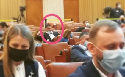 """Deputatul PSD Daniel Ghiţă, întrebat de ce nu poartă mască în Parlament: """"E declarată pandemia în România?"""""""