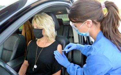 Primul centru din România unde ești vaccinat direct din mașină, fără programare, se deschide în vestul țării. Cum va funcționa