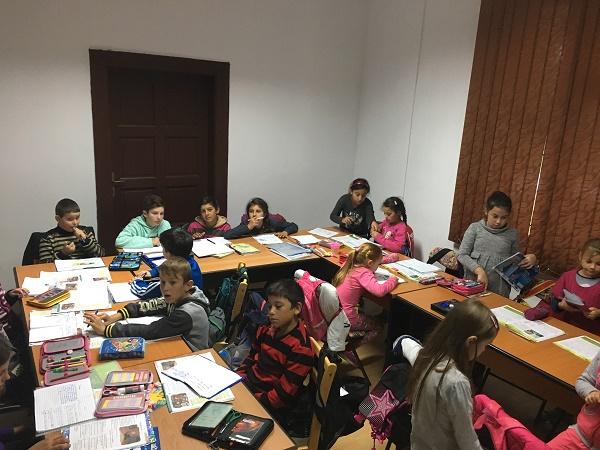 Copiii din anii terminali beneficiază de meditații gratuite la disciplinele de la Evaluarea Națională