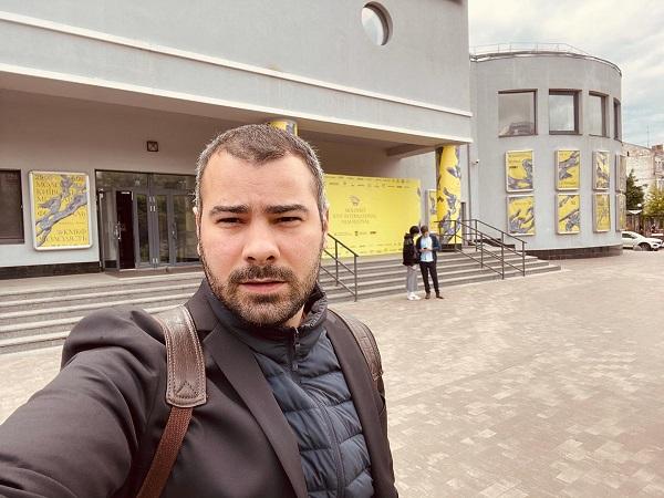 """Spectacol cu public, la Timișoara: """"Katzelmacher. Dacă nu ar fi vorba despre iubire"""""""
