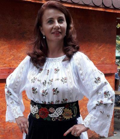 """Cu sinceritate, despre om, cântec și joc. Florica Nicoli, solistă de muzică populară: """"Să continuăm ce am izbutit să facem până acum!"""""""