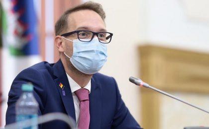 Dominic Fritz va desființa 80 de posturi din Primăria Timișoara