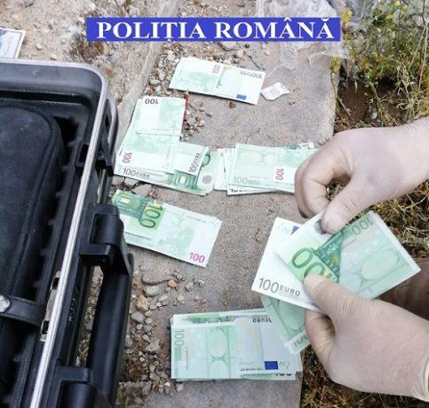 Peste 110.000 de euro, îngropaţi în pământ de un timişean, găsiţi de poliţişti