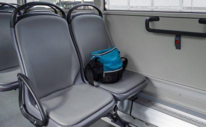O femeie a itat o geantă cu 40.000 de euro intr-un autobuz