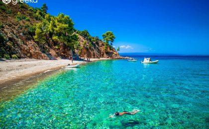 Presa greacă: Invazie de români în toată Grecia. Majoritatea turiștilor au un nivel economic și educațional ridicat, aleg cazare de 3 și 4 stele