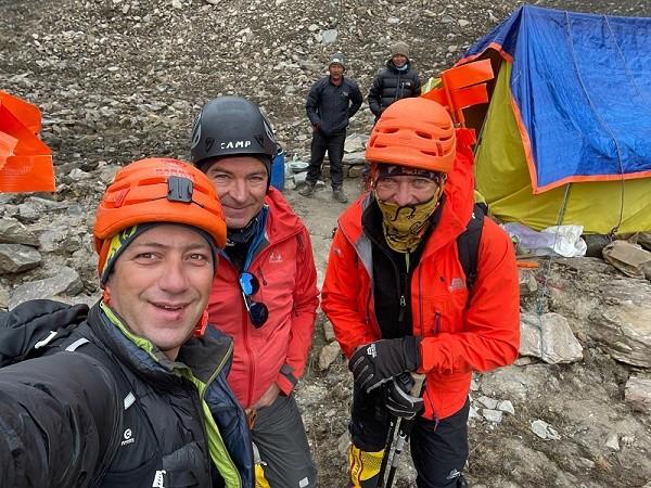 Horia Colibășanu și Marius Gane au revenit în România, după ce au oprit expediţia în Himalaya la 7000 de metri, din cauza unei avalanşe