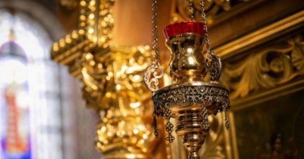 O bandă de hoți a jefuit mai multe biserici din vestul țării: au plecat cu obiecte de cult, banii din cutia milei și vinul liturgic