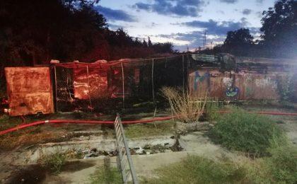 Mai multe garaje au luat foc în Arad