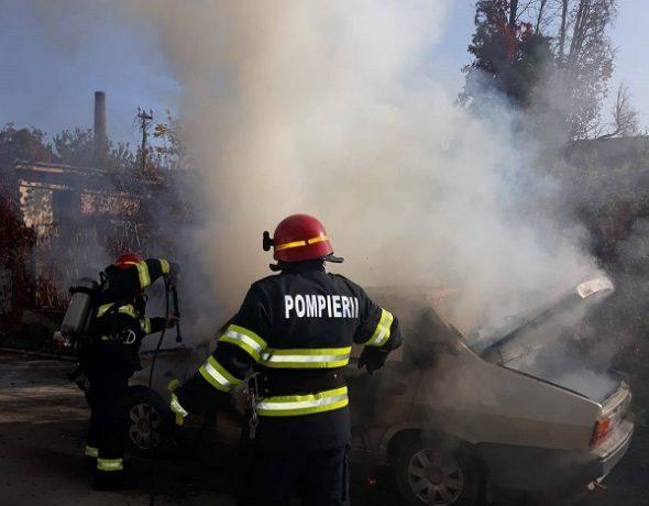 O maşină a luat foc în trafic, la Lugoj