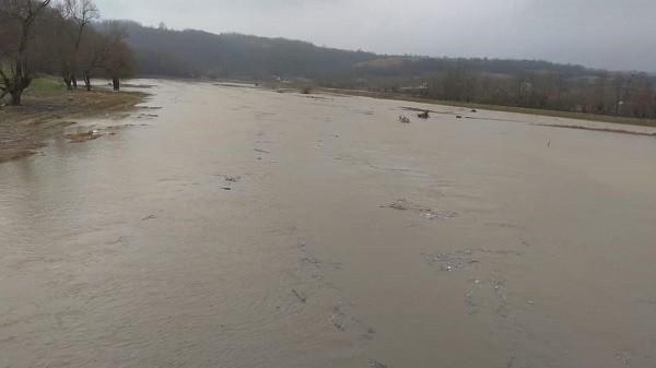 Cod portocaliu de inundații în Timiș și Caraș-Severin. Echipele de la Apele Române sunt în alertă
