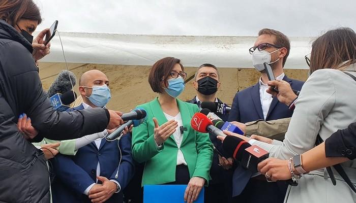 S-a deschis centrul drive-thru din Timișoara. Cum decurge vaccinarea direct din maşină