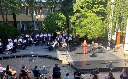 """Muzică, teatru şi balet la deschiderea noului an şcolar la Liceul de Artă """"Ion Vidu"""". Spectacol susţinut de elevi"""