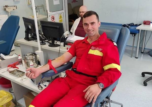 De profesie salvator! Un tânăr paramedic a donat sânge de 50 de ori