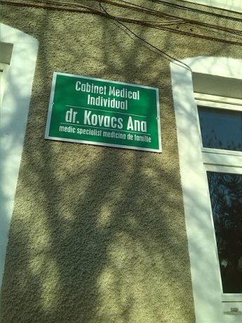Pe pagina Facebook a Anei Kovacs apare și această fotografie. Oare când mai are timp doamna doctor de pacienții săi, din moment ce prestează gărzi non-stop?