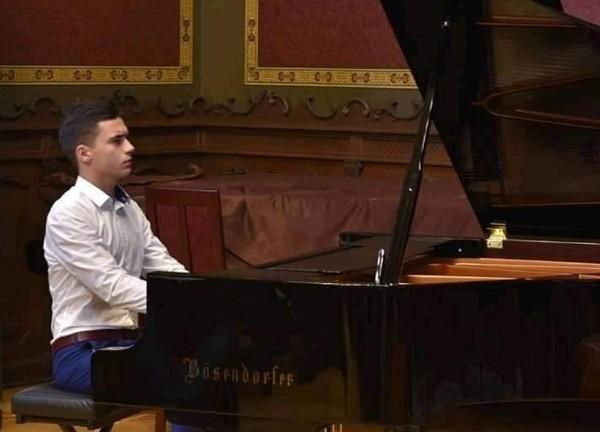 Pentru Leonard Mihale, unul dintre tinerii talentați ai Timișoarei, 2021 a fost anul concertelor cu orchestră