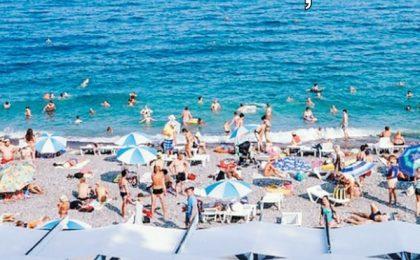 Vânzările de vacanţe în sezonul estival 2021 au depăşit cu 65% valoarea din 2020 şi cu 26% cifrele raportate în 2019, potrivit unui turoperator