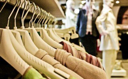 Atenționări ANPC pentru consumatorii care cumpără produse în perioada reducerilor de iarnă. Cum să evite promoțiile false