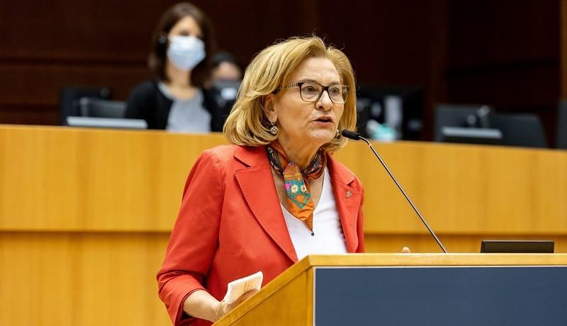 """Maria Grapini, revoltată: """"Legea vânzării terenurilor agricole către străini va însemna înstrăinarea țării!"""""""