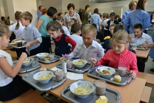 Imagini pentru masa calda elevi timis