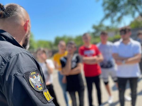 Trupele speciale ale poliției au descins la o școală din Timiș. Foto