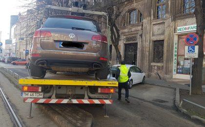 Aproape 140 de maşini parcate ilegal, ridicate la Timişoara, şi peste 800 de amenzi aplicate de poliţiştii locali