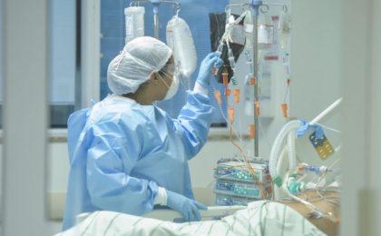 Peste 500 de elevi și dascăli timișeni, infectați cu COVID-19. Trei directori sunt internați în spital
