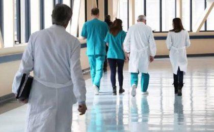 Noaptea minții: criză acută de personal medical în spitale și guvernul amenință că dă afară!