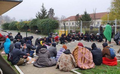 Gest de omenie: alimente oferite migranţilor de Mitropolitul Ioan. Timişorenii sunt rugaţi să ajute