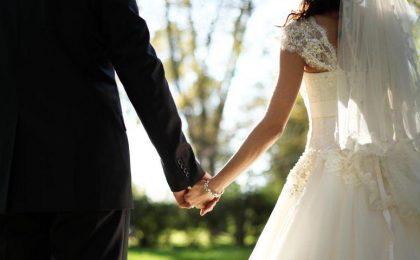 S-au schimbat din nou regulile pentru nunţi. Fără număr de invitaţi la petrecerile în exterior / Reguli noi și pentru cafenele