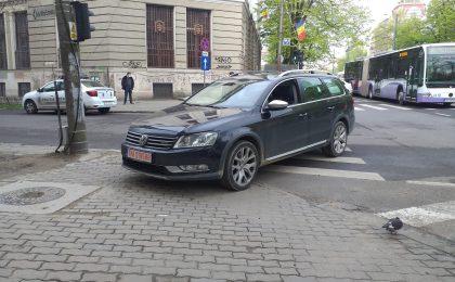 Amenzi usturătoare pentru şoferii care parchează pe trotuar - propunere legislativă